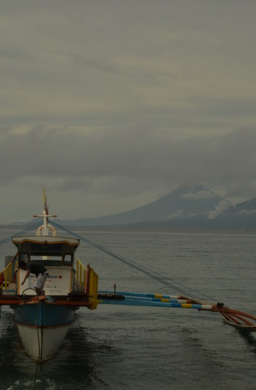 Sabang Port e o Mayon Volcano ao fundo