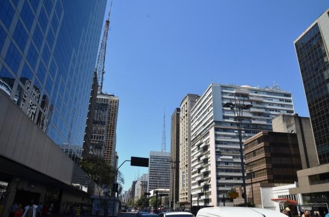 Avenida Paulista e o calor de 30o.+