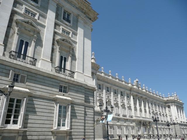 2009 Madrid_Palacio_Real_trotamundostatisato