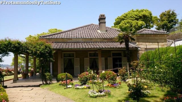 Uma das casas com estilo ocidental no conjunto conhecido por Glover Garden