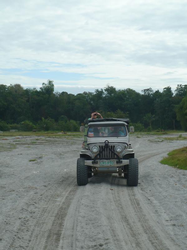 O outro jeep: estávamos em oito pessoas, quatro pessoas por jeep